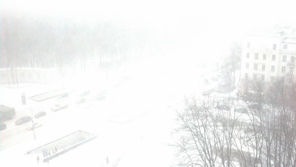 Все занесло снегом. Март 2013 года